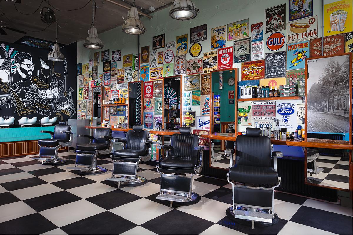 Mudly's Barbershop – Stoelen en spiegels