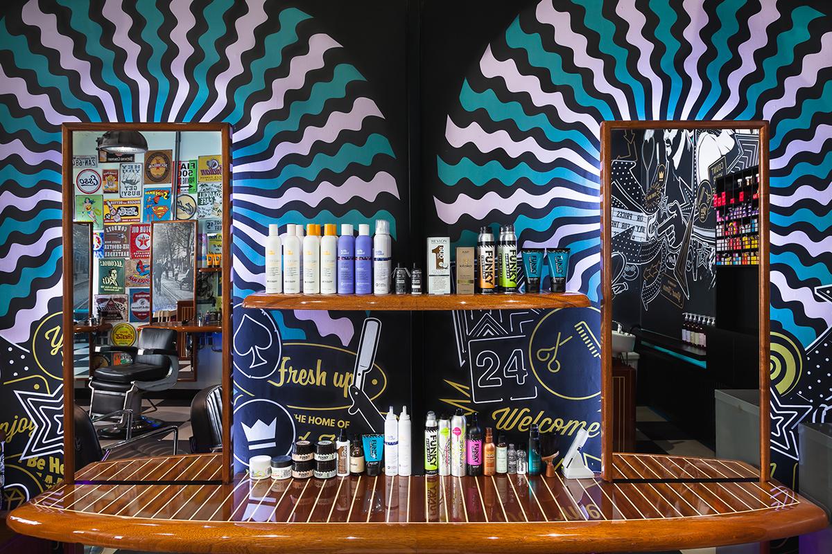 Mudly's Barbershop – Spiegels met ronde muur decoratie